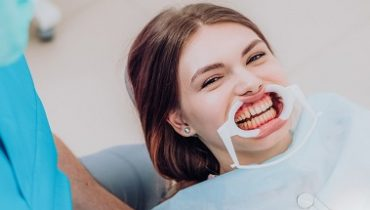 doctor performs the procedure for cleaning teeth